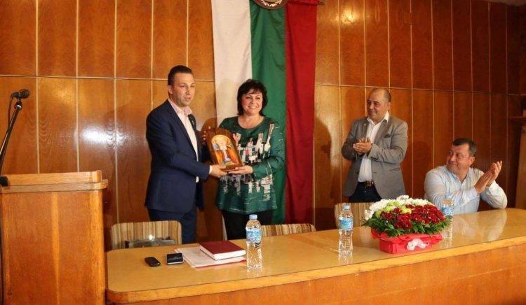 Корнелия Нинова: Гордея се с кметовете на БСП