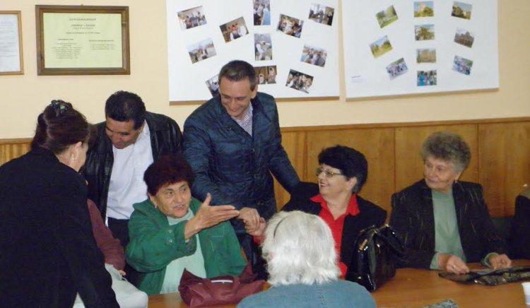 Валентин Ламбев пред жителите на с. Балван: