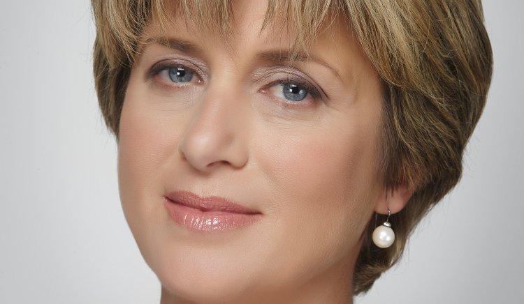 """Весела Лечева в с.Поликраище: """"11% са работещите бедни в България"""""""