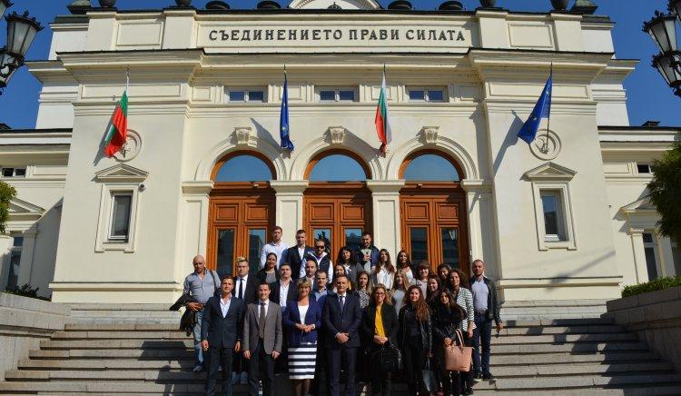 Великотърновски студенти посетиха Народното събрание по покана на депутати от БСП